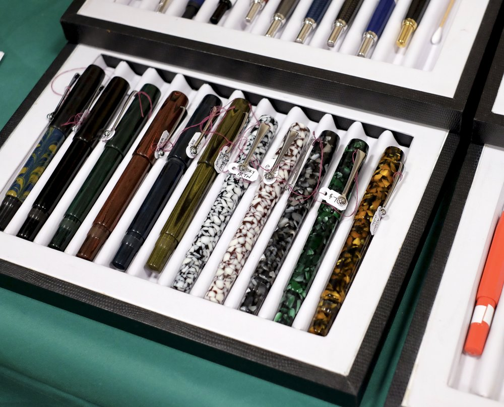 Osprey Milanos in ebonite and acrylic