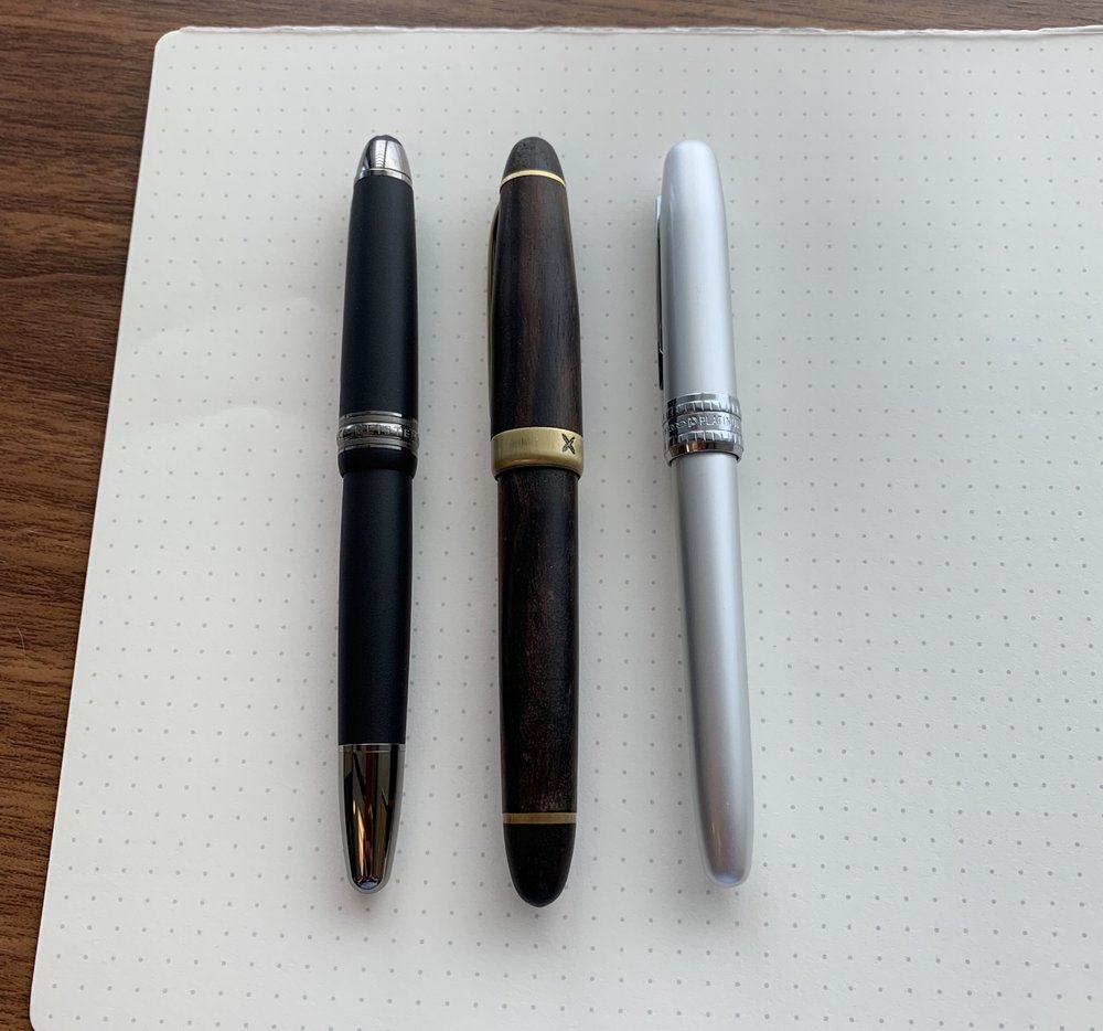 Syahi Monarch (center), compared against a  Montblanc 146  (left) and a Platinum Plaisir (right).