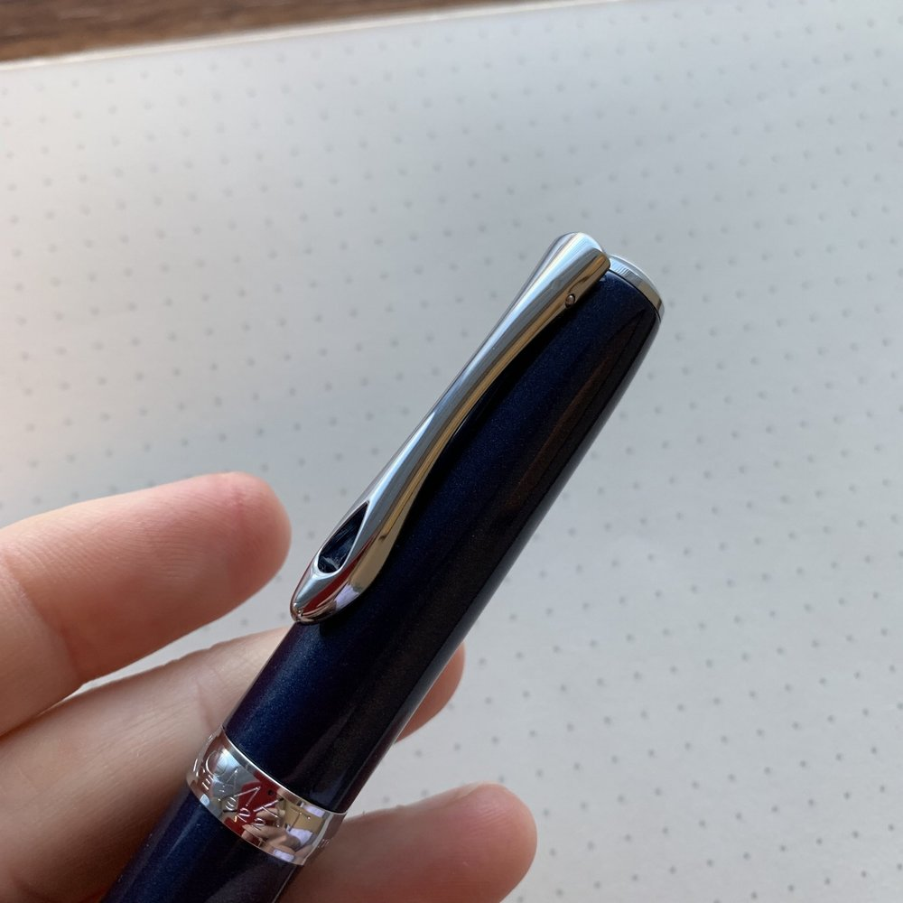 "The overall build quality on the Diplomat Excellence A2 impressed me, from the simple, subtle engraving around the cap band to the metallic ""Midnight Blue"" finish. Here you can also see the addition of the spring loaded hinge on the clip."