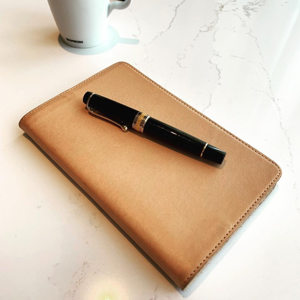 Aurora-Optima-Rollerball-Nanami-Paper-Cafe-Note