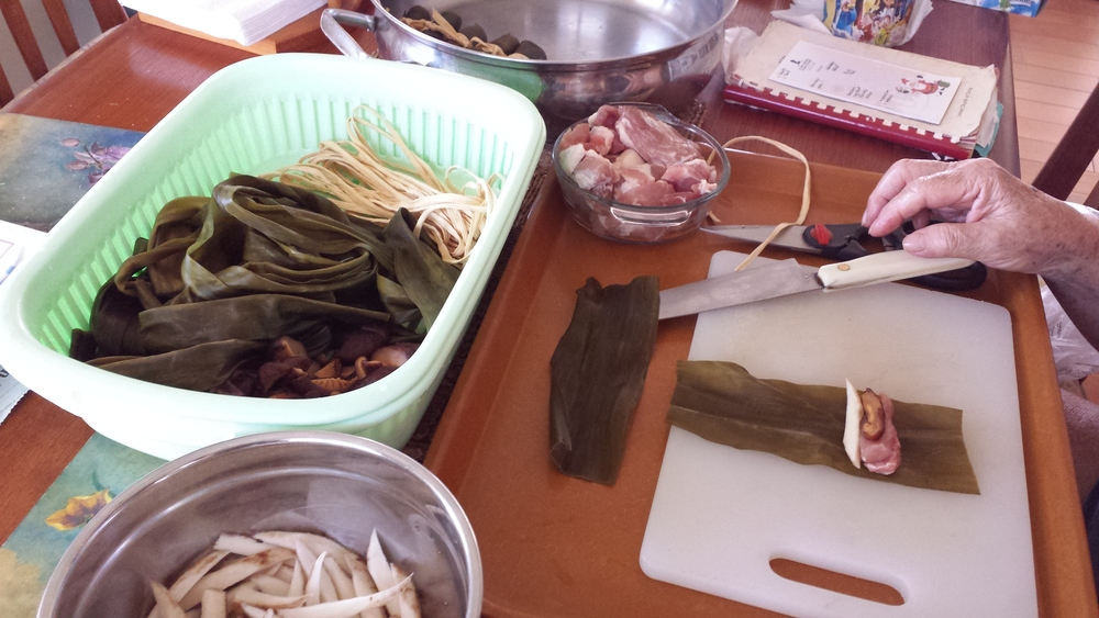 MAKING THE KONBU MAKI ROLLS WITH PORK, MUSHROOMS, GOBO & TIED WITH GOURD STRIPS (KANPYO).jpg