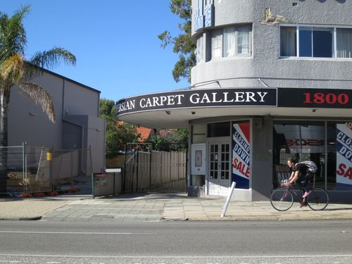 The Art Deco Persian Carpet Gallery (now vacant).