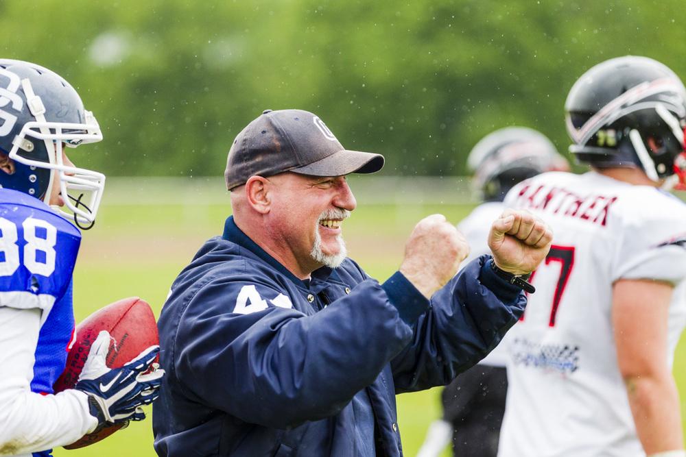 HC Gerland freut sich über einen Touchdown seiner Mannschft.