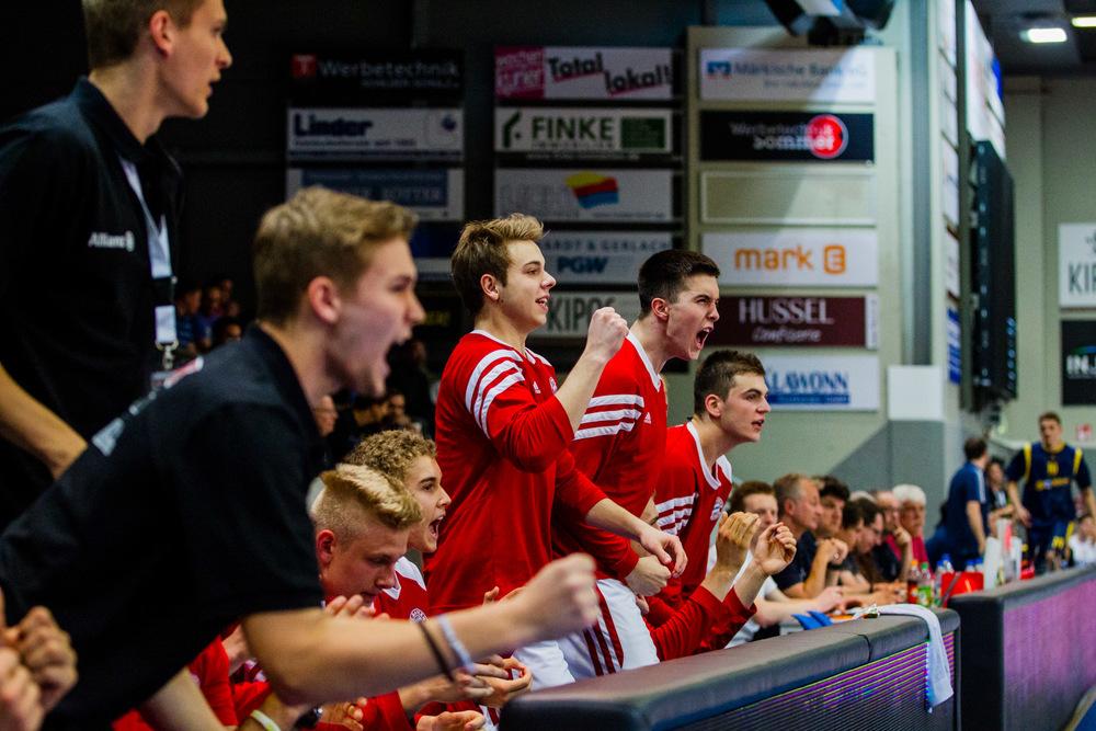 HAGEN, GERMANY - Mai 16, 2015: während des Nachwuchs Basketball Bundesliga (NBBL) Halbfinal-Spiels zwischen FC Bayern München Nachwuchs (U19) und ALBA Berlin (U19) in der ENERVIE Arena in Hagen, Deutschland.