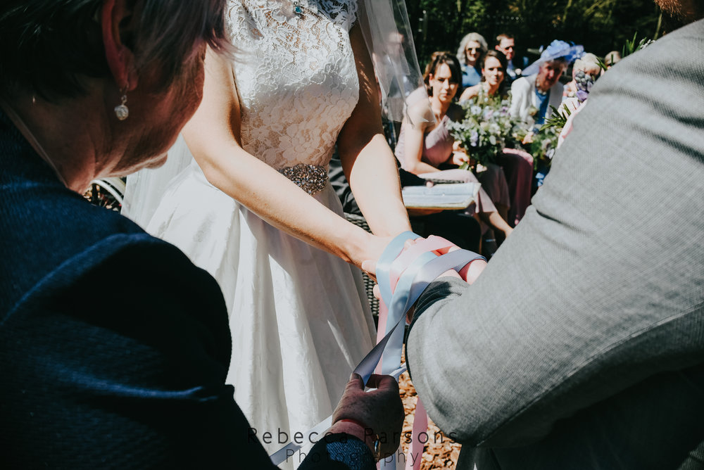 hand fasting hands