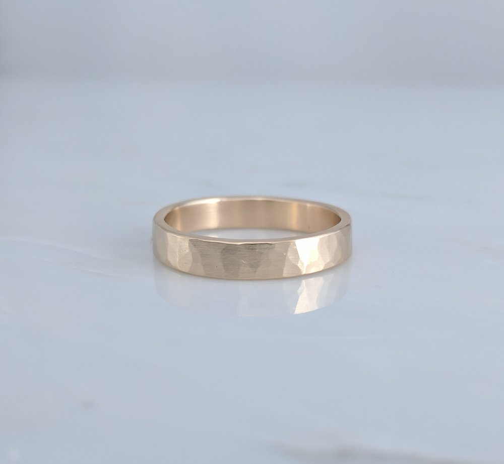 4mm Hammered Wedding Band in 14K Yellow Gold D O O Z I E