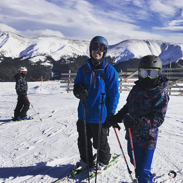 My favorite people at one of my favorite ski spots, #parsennbowl @winterparkresort. For an average intermediate skier like myself, I actually don't feel like a complete klutz skiing it! #skicolorado #skimaryjane #winterparkcolorado