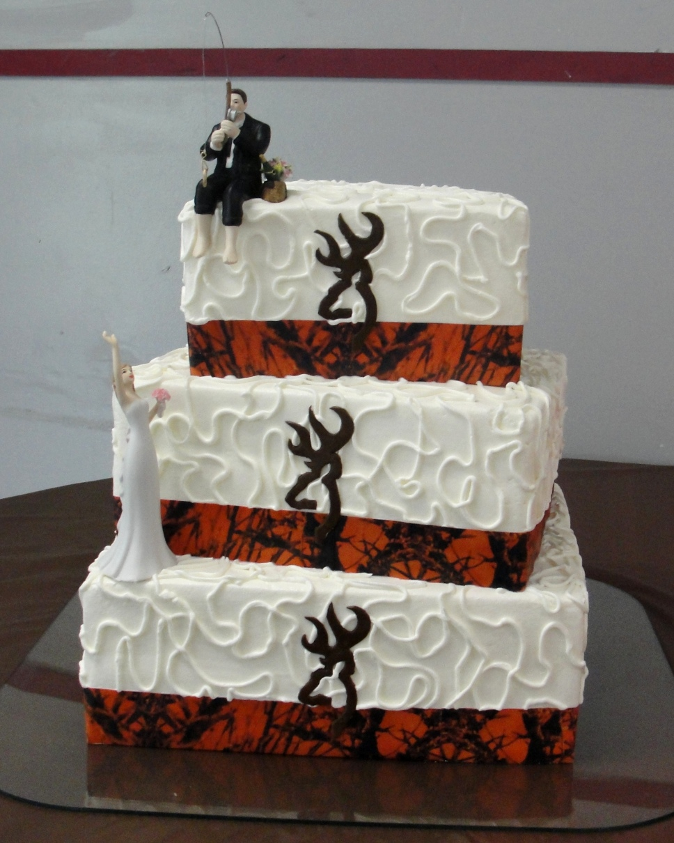LBC 1404 - Camo Wedding Cake.jpg