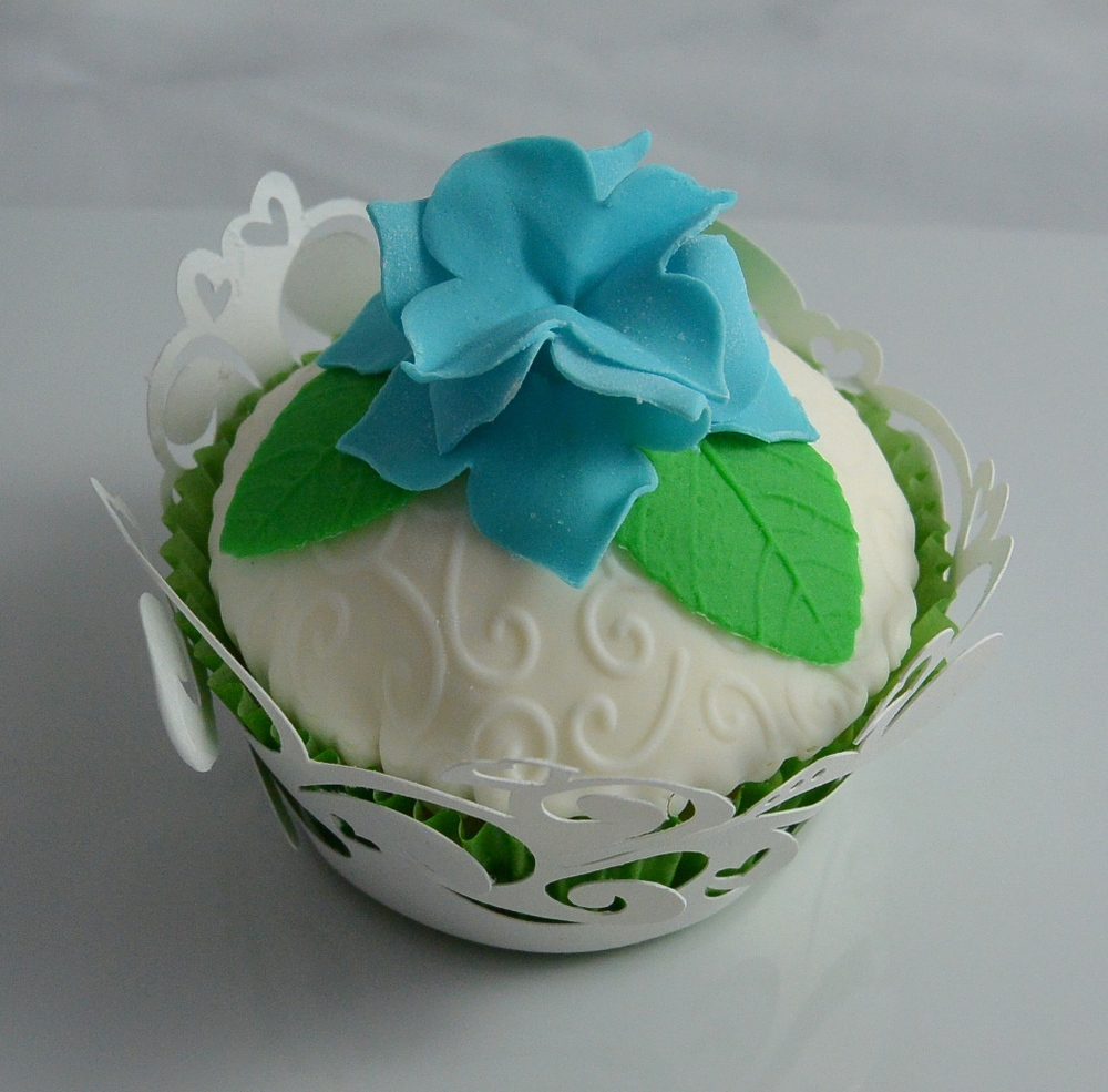 LBC 1505 - Hydrangea Wedding Cupcake.jpg