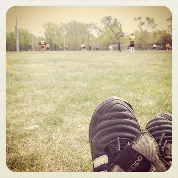 Sunday morning pick up soccer in the park! (Pris avec  instagram )
