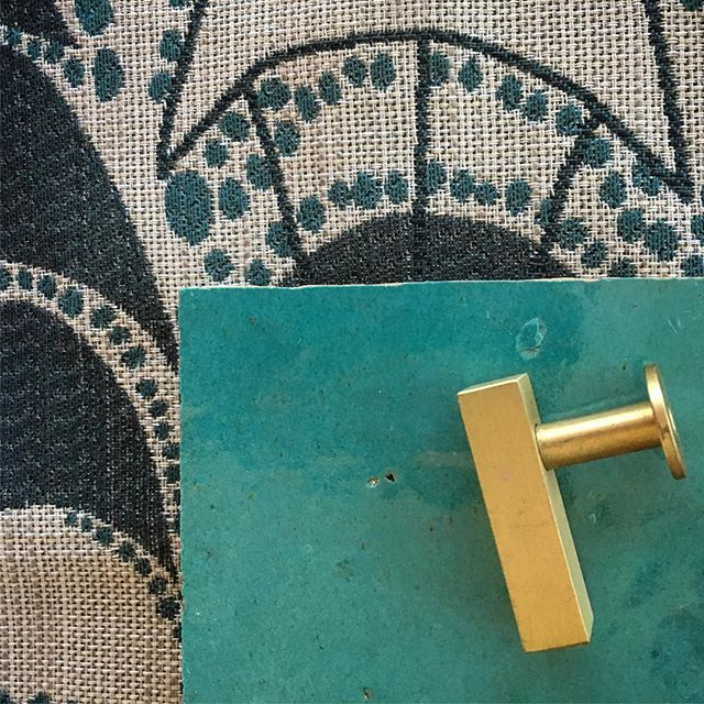"Beautiful things that look fabulous together! Hable Construction ""Lina Lagoon"" Fabric, Brushed Brass Knob from Lewis Dolan, Blue ceramic tile @hableconstruction @lewshardware #hableconstruction #lewisdolinhardware #interiordesign #inspiration #interiordesignideas #interiordesigning #brasshardware #drawerhandle #drawerpull #beautifulthings #bluethings #blue #decor #fabric #cementtile #design #studiotupelo #atxstyle"