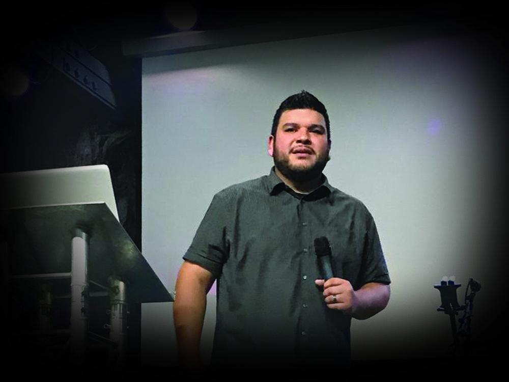 Pastor Erick 2.jpg