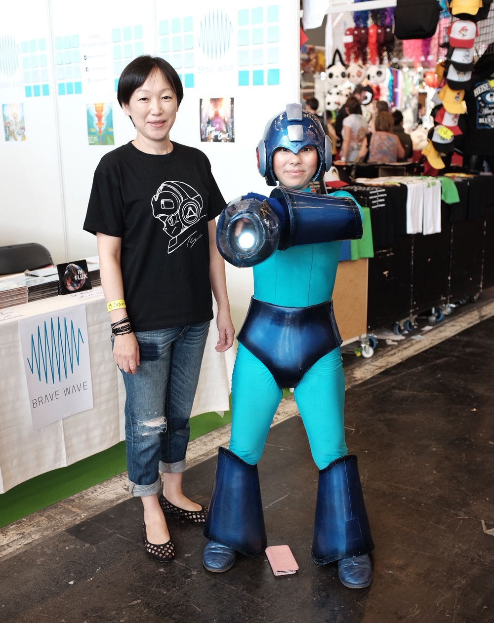 Manami Matsumae attended Japan Expo 2015 in Paris. She is pictured on the left alongside Saitama, Japan-based video game cosplayer, Fujihime.