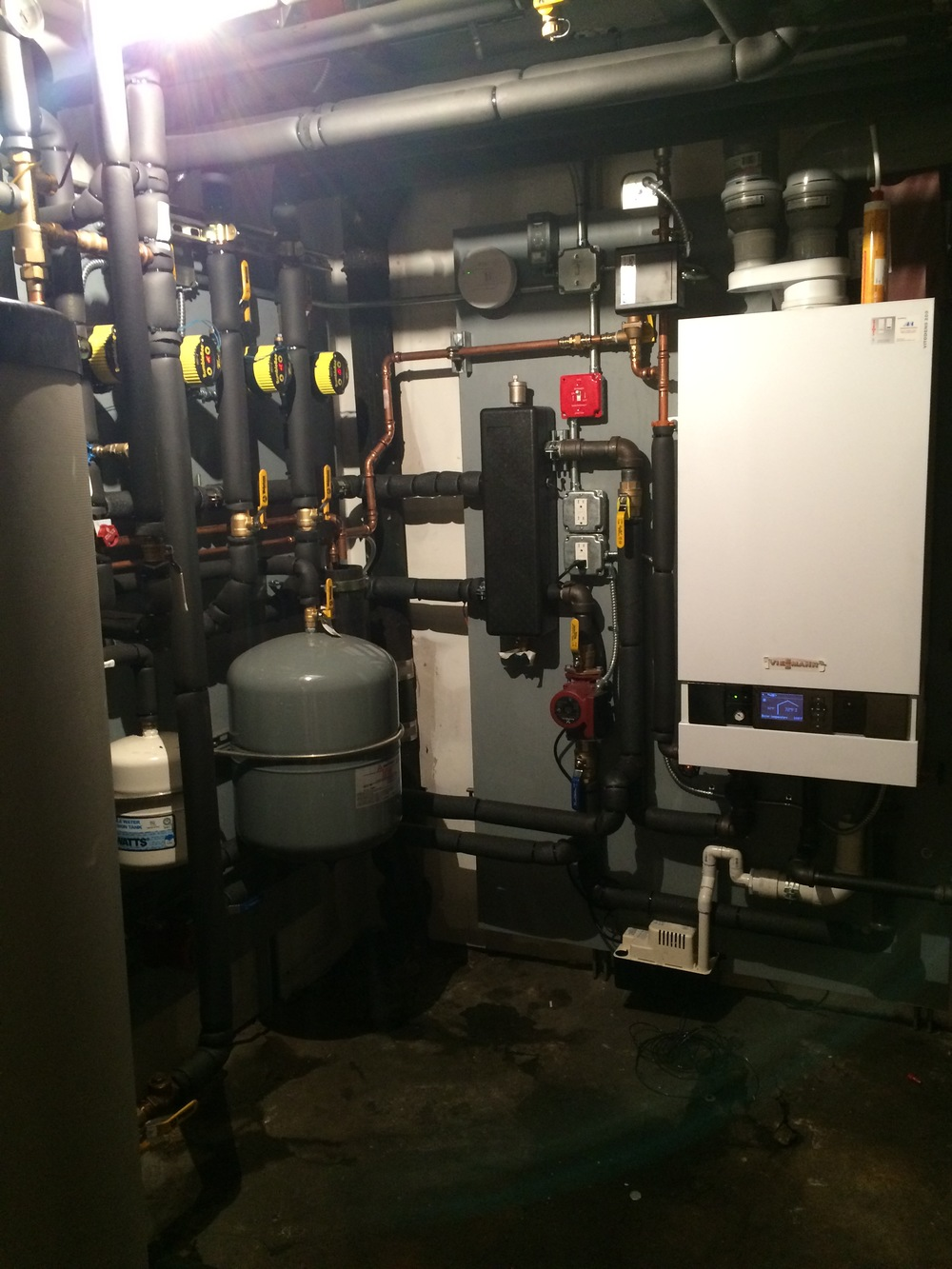 Absolute Mechanical is a licensed heating contractor operating in New York. We specialize in the installation and correction of the installation of steam and hydronic heating systems.