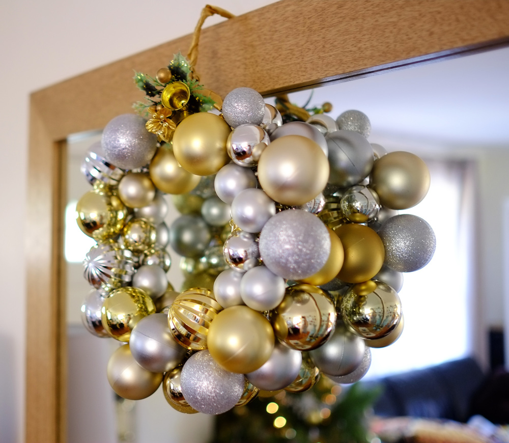 christms bauble wreath