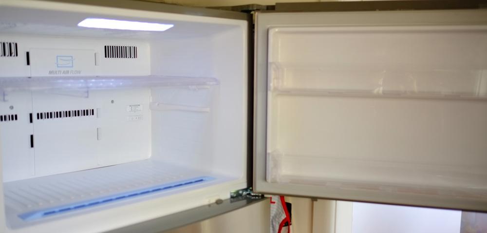 clean freezer