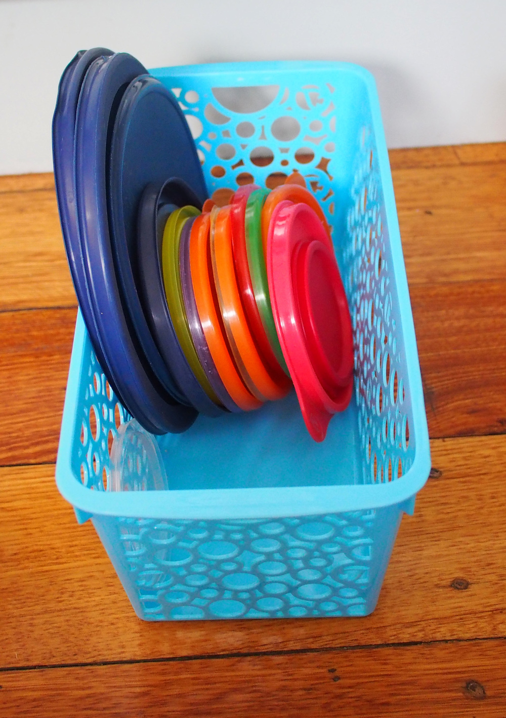 storing and organising tupperware lids
