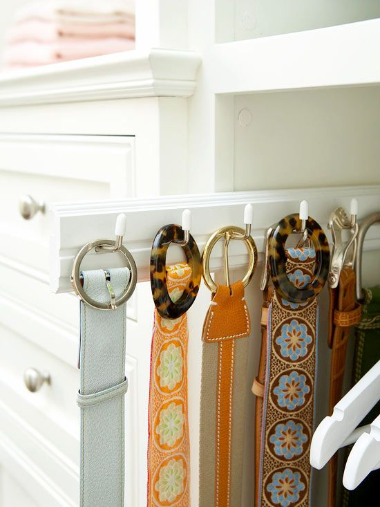 Belt Storage Using Retractable Hooks