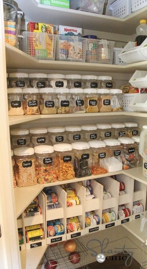 Organising pantry containers using blackboard labels