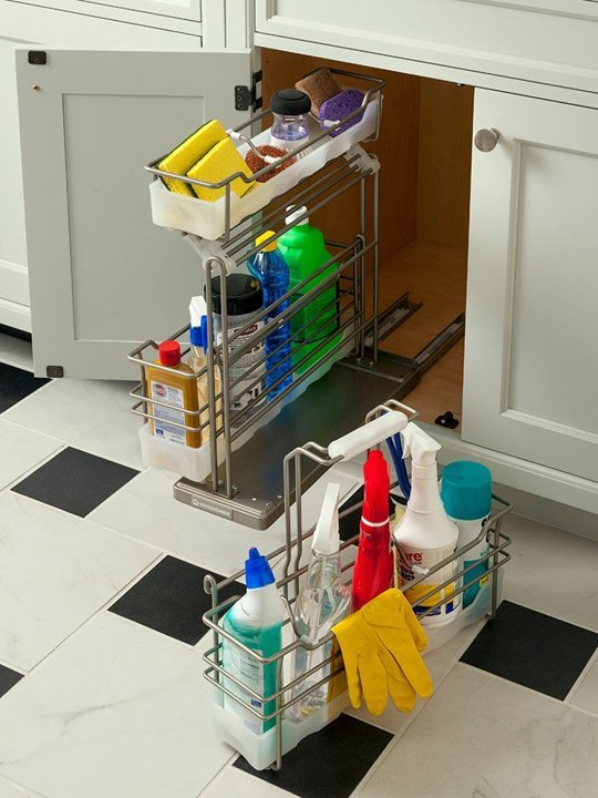 Pull out storage for cleaning products and detachable cleaning caddy