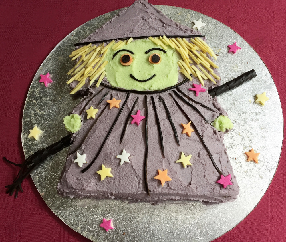 Birthday cake for a 5 year old party - the witch was a fun choice!