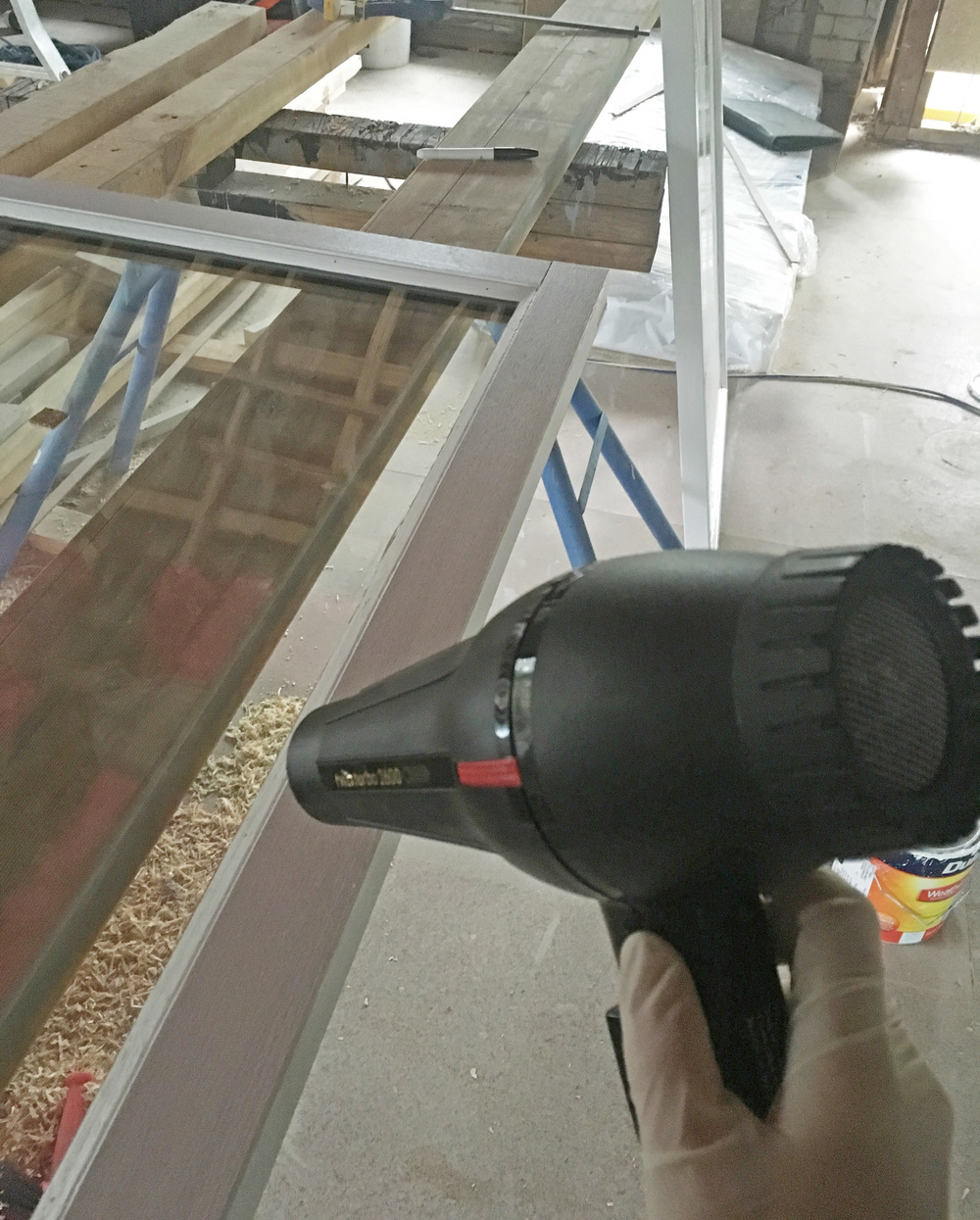 Using a hairdryer to assist paint to dryer faster in wet weather