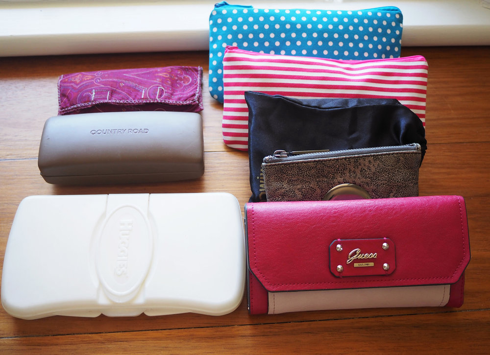 Organising a handbag using pouches - The Organised You