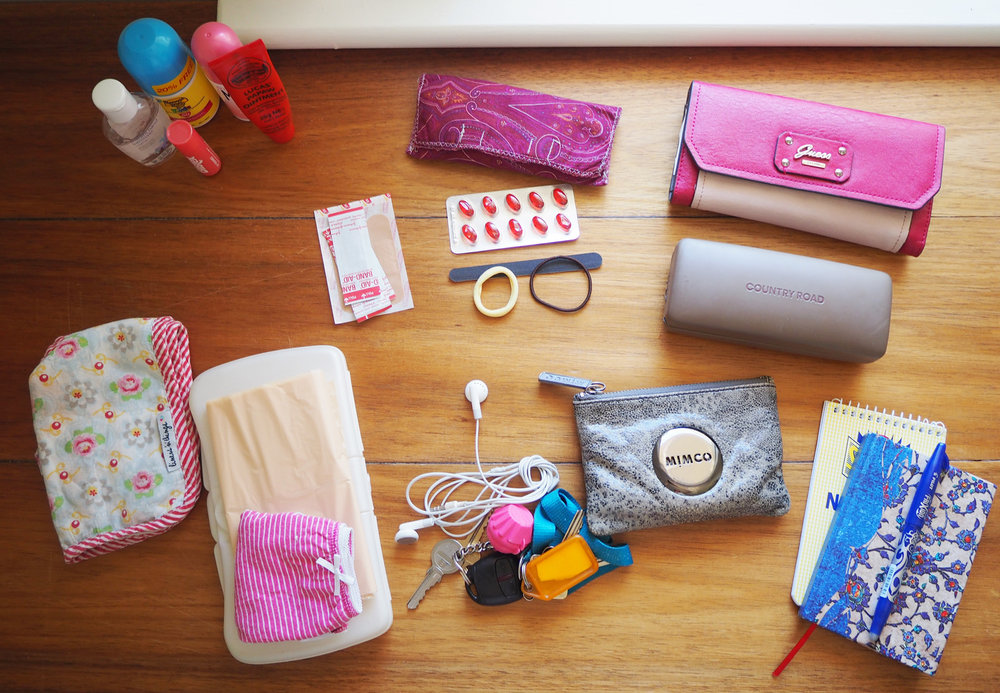 Handbag organisation using pouches - The Organised You.