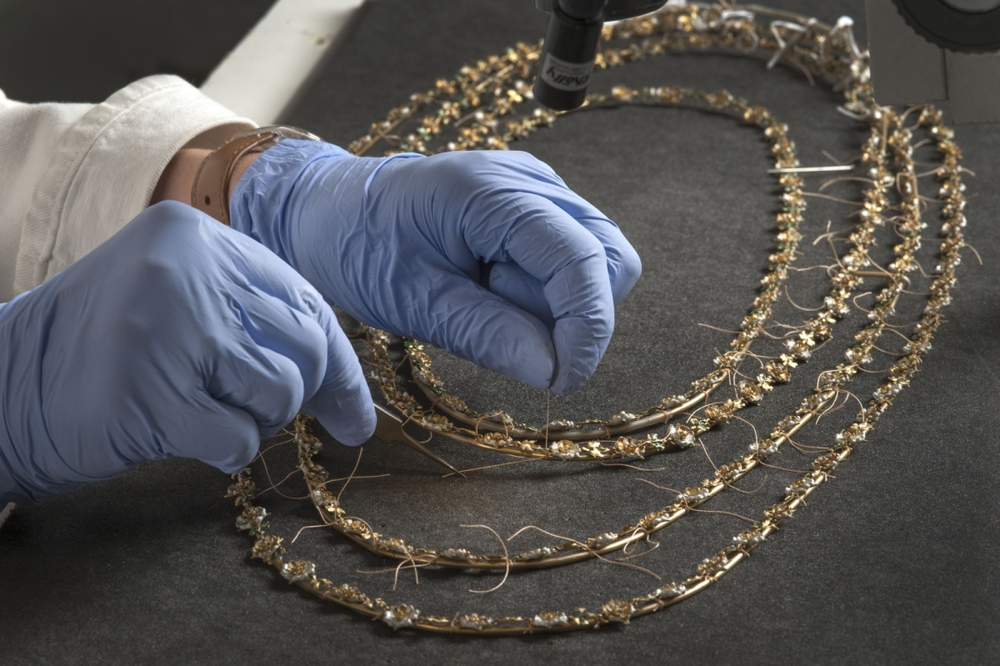 Mounting a necklace from the Cheapside Hoard  Photo: © Museum of London