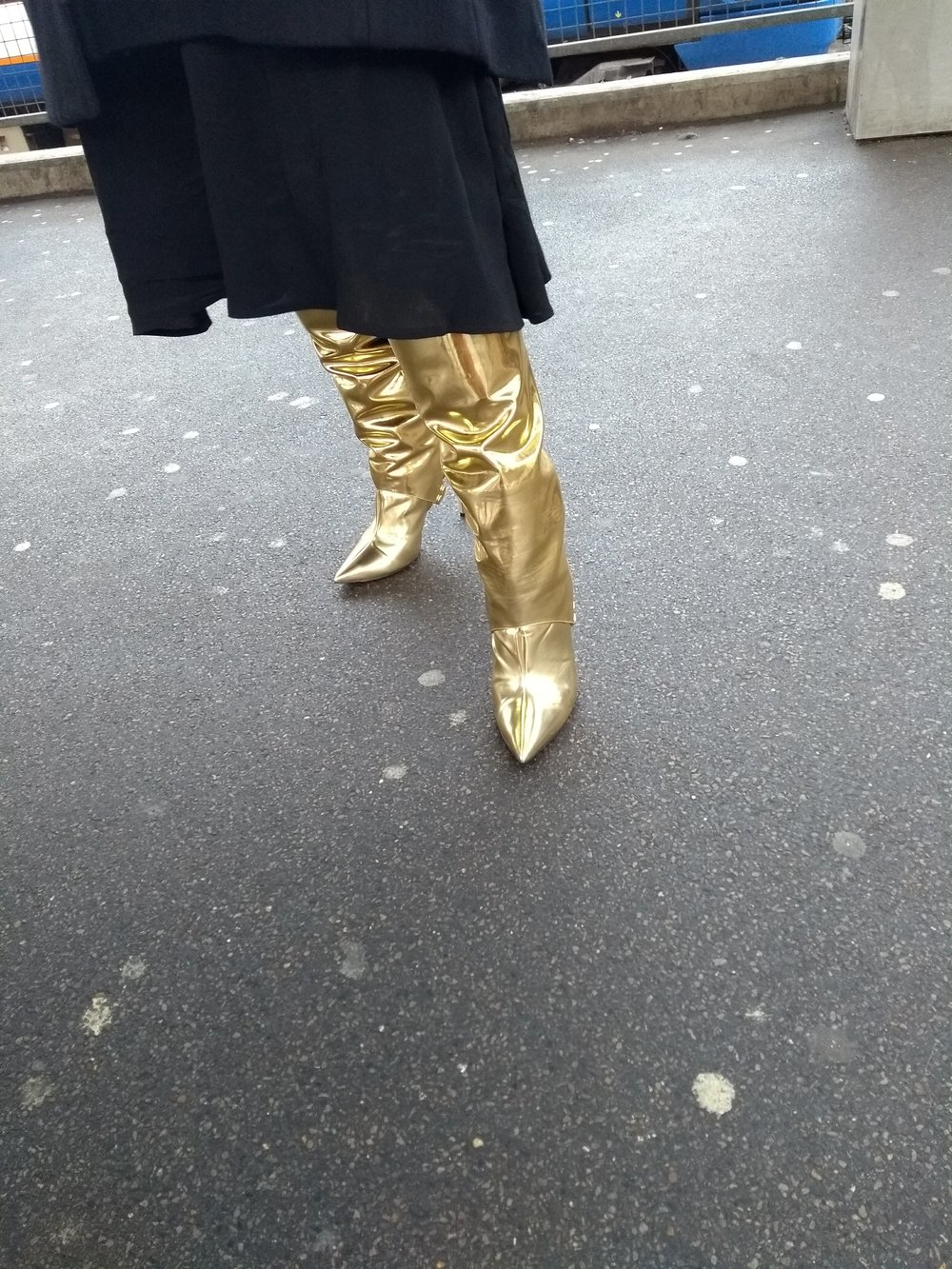 Epic distracting Golden boots of Wonder!