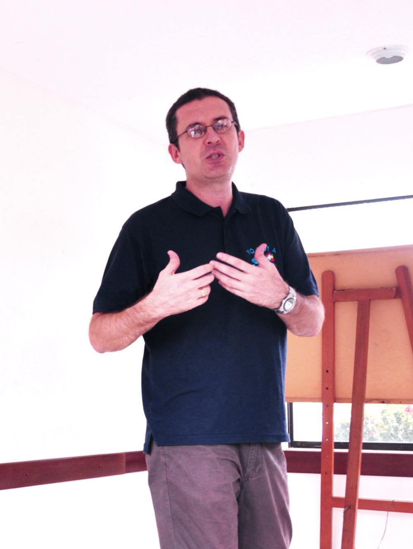 """""""Para mi Alpha es una gran herramienta creada con excelencia y con profundidad, que nos da la oportunidad de hacer un evangelismo relacional y relevante para las generaciones de hoy.""""    Carlos Esteban Cuervo   Director Nacional de CRU, Colombia"""