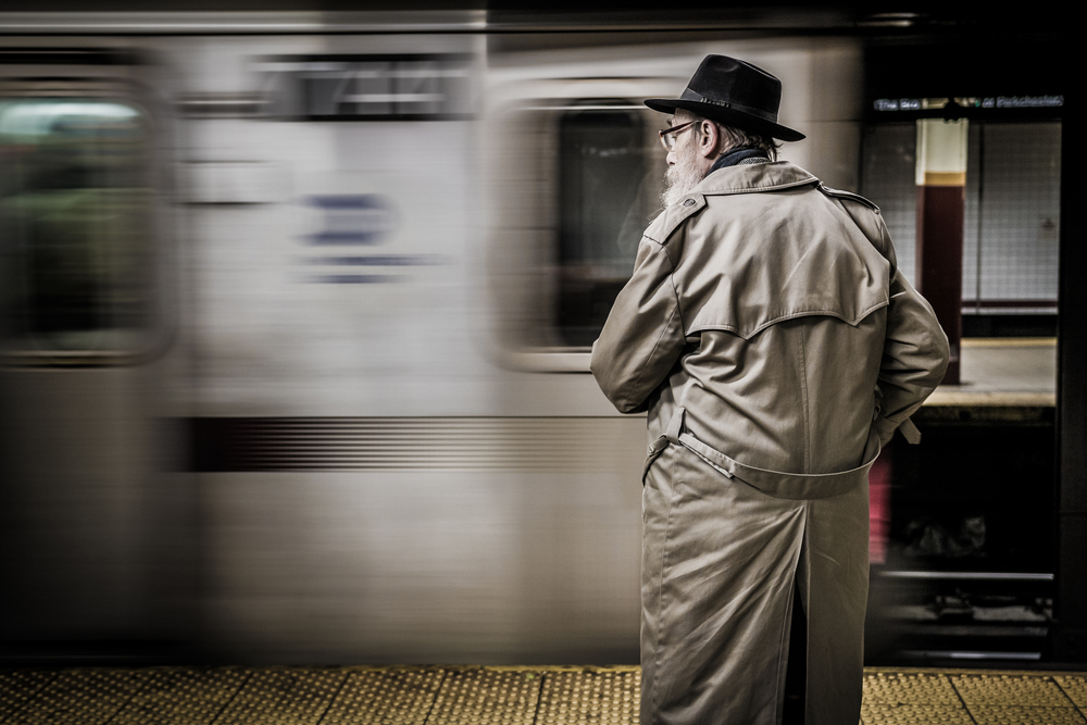NYC-FiDi-ManInHatWatchingSubwayArrive.jpg