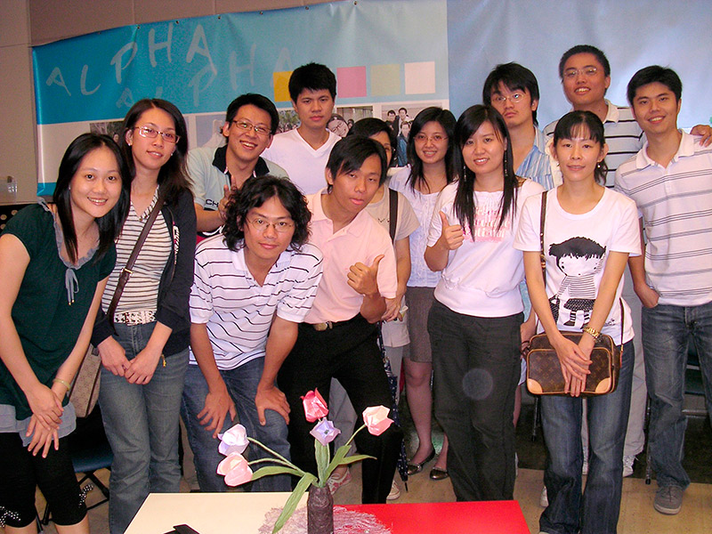 台北真理堂-洪駿熙(左三上)與Alpha 小組員合照