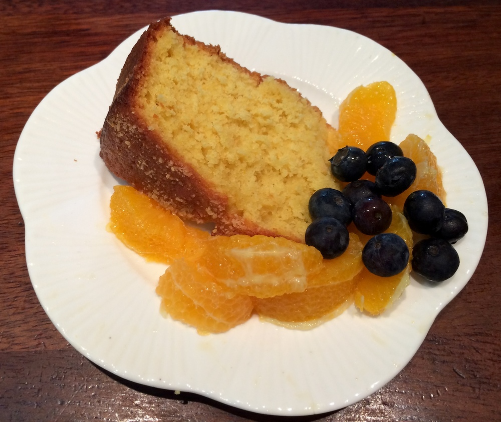 Orange yoghurt cake with fruit
