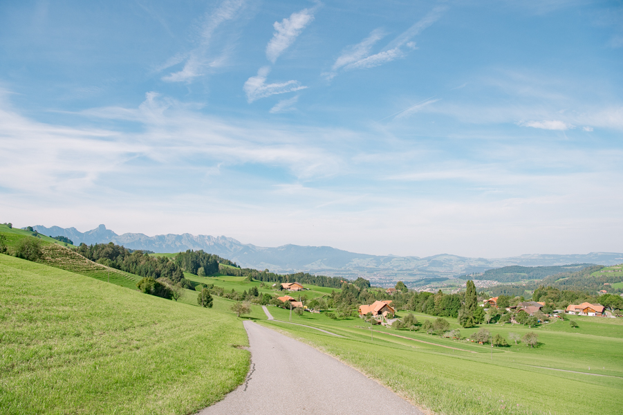 The e-bike route 99 from Thun to Langnau. The Alps in the background.