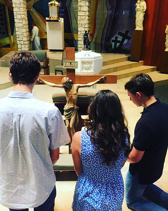 A few of our awesome teens praying after todays Liturgy of the Lord's Passion!!! Praying everyone is having a blessed Good Friday and reminding everyone to come out tonight ( at 6pm in the youth building) to support the #LIFETEEN in putting on the Dramatic Stations of The Cross ✝ #goodfriday #HolyWeek #stpxym #stpiusxym #loveourteens #leadingteensclosertochrist #blessed