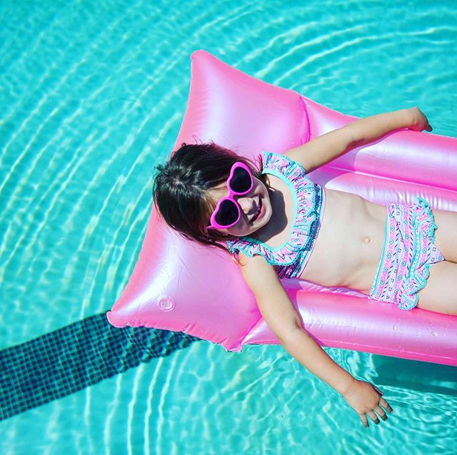 floating through the weekend like...💕