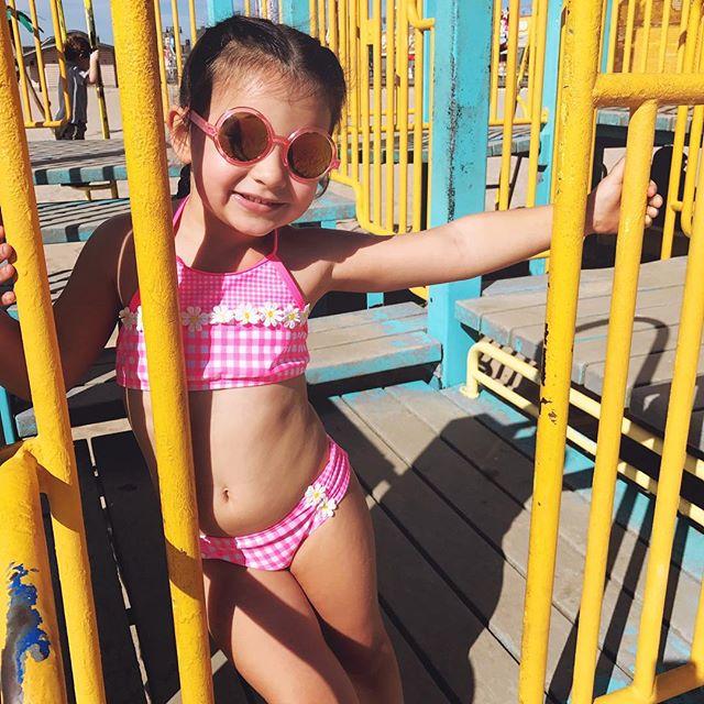 sunday sunflowers 🌻 . . . . . . #hulastar #hulastaradventures #swimwear #kidsswimwear #kidsswim #summer #mdw #mdw2018 #playgroundfun