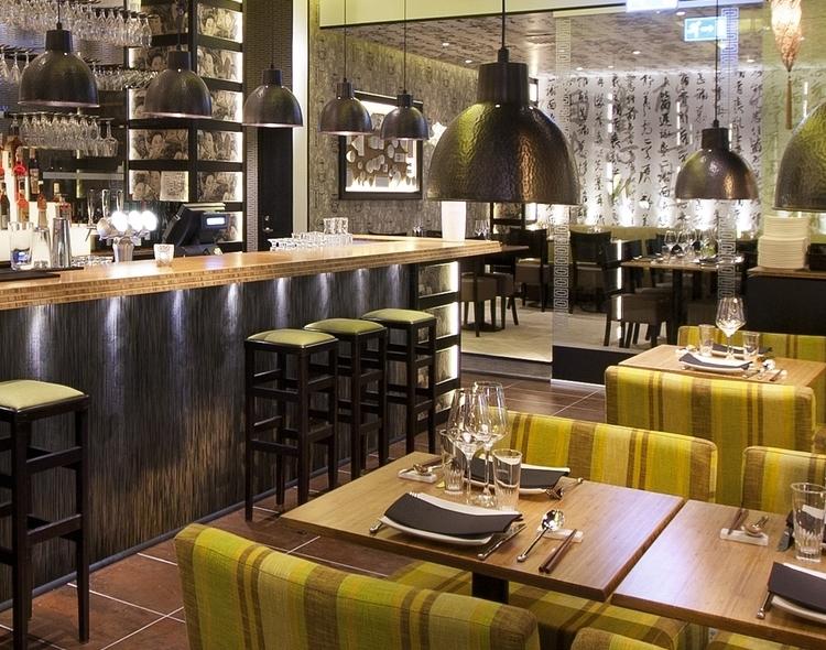 Waipo, modern social dining i ljudsatt miljö.  Foto: Elvira Jonsson