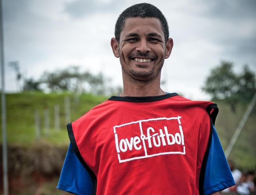 """""""Nós provamos a nós mesmos que éramos capaz de fazer. Juntos podemos e vamos fazer mais"""" -Fernando, presidente do comitê love.fútbol do projeto Cururuquara, São Paulo."""