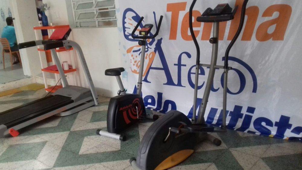 Esteiras e equipamentos físicos doados pelas pessoas que conheceram a Afeto, a partir do Jogo do Bem. (Divulgação)