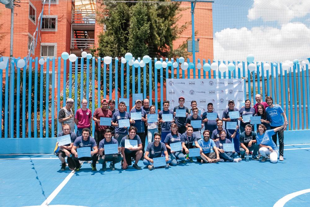 Time love.fútbol, City in the Community e jovens de Gustavo Madero (Cidade do México) que participaram da Capacitação para Jovens Líderes no Projeto El Coyolito, em 2017.