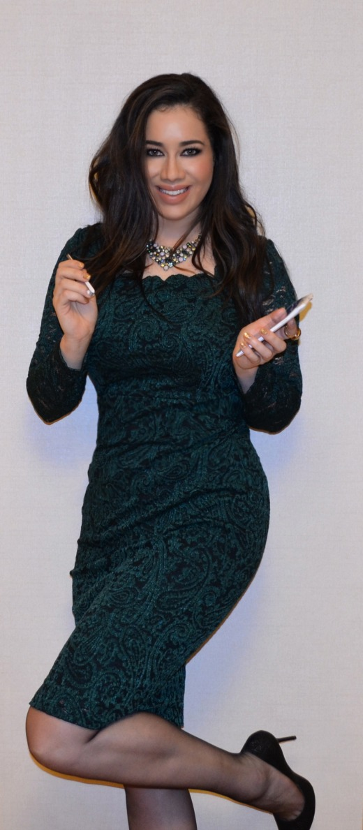 Just me and the Samsung Galaxy Note 4 in my Maggy London Green Lace Dress and fun necklace by Cookie Lee