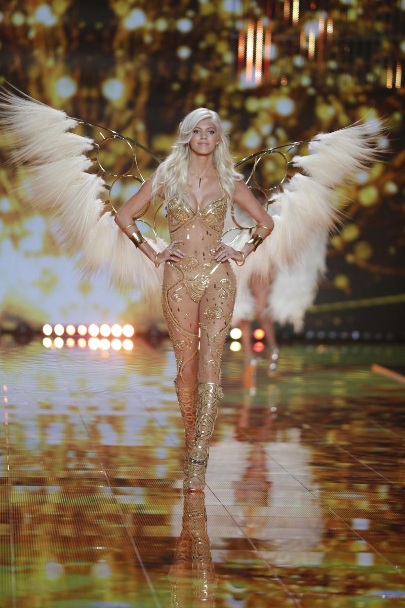 fashion-show-runway-2014-gilded-angels-devon-victorias-secret-hi-res.jpg
