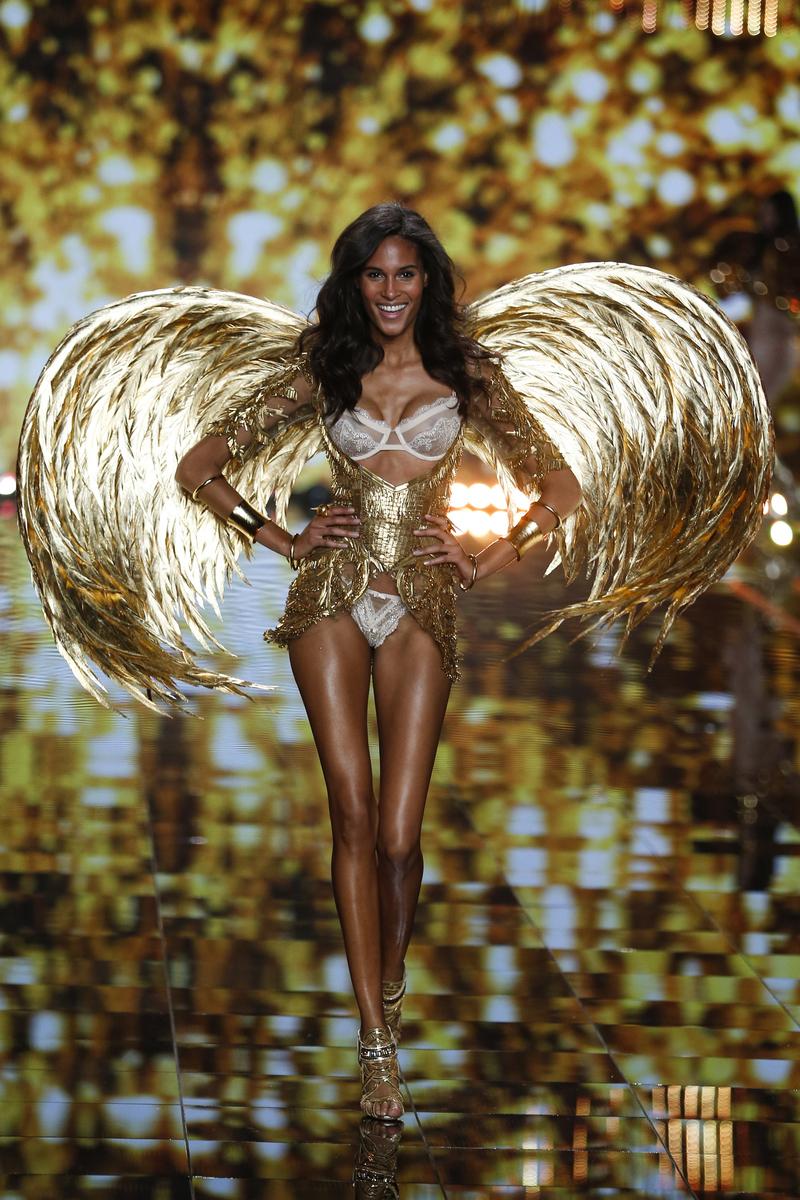 fashion-show-runway-2014-gilded-angels-cindy-victorias-secret-hi-res.jpg