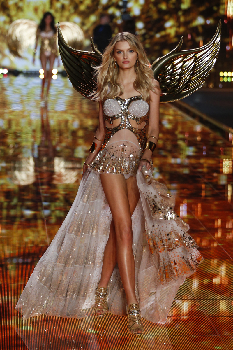 fashion-show-runway-2014-gilded-angels-lily-d-victorias-secret-hi-res.jpg