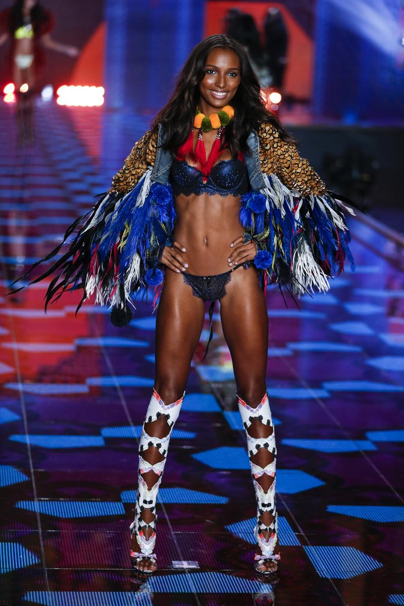 fashion-show-runway-2014-exotic-traveler-jasmine-victorias-secret-hi-res.jpg
