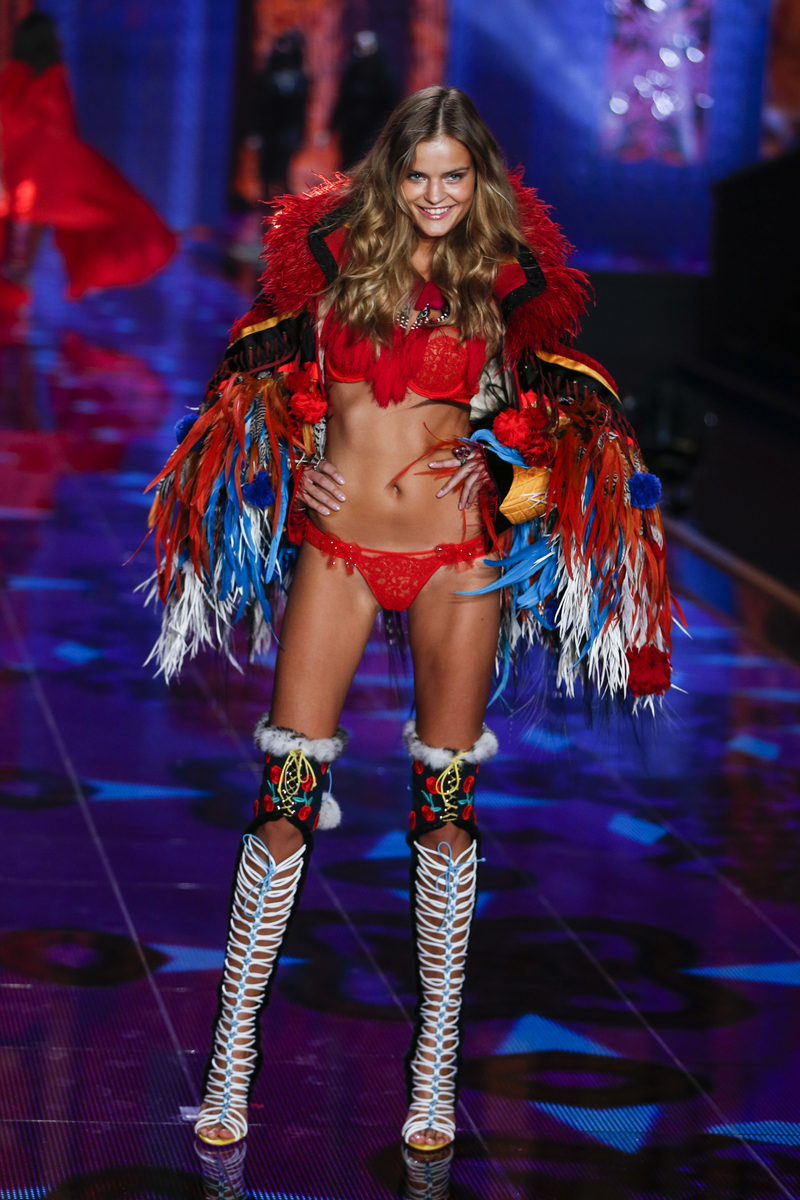 fashion-show-runway-2014-exotic-traveler-kate-victorias-secret-hi-res.jpg
