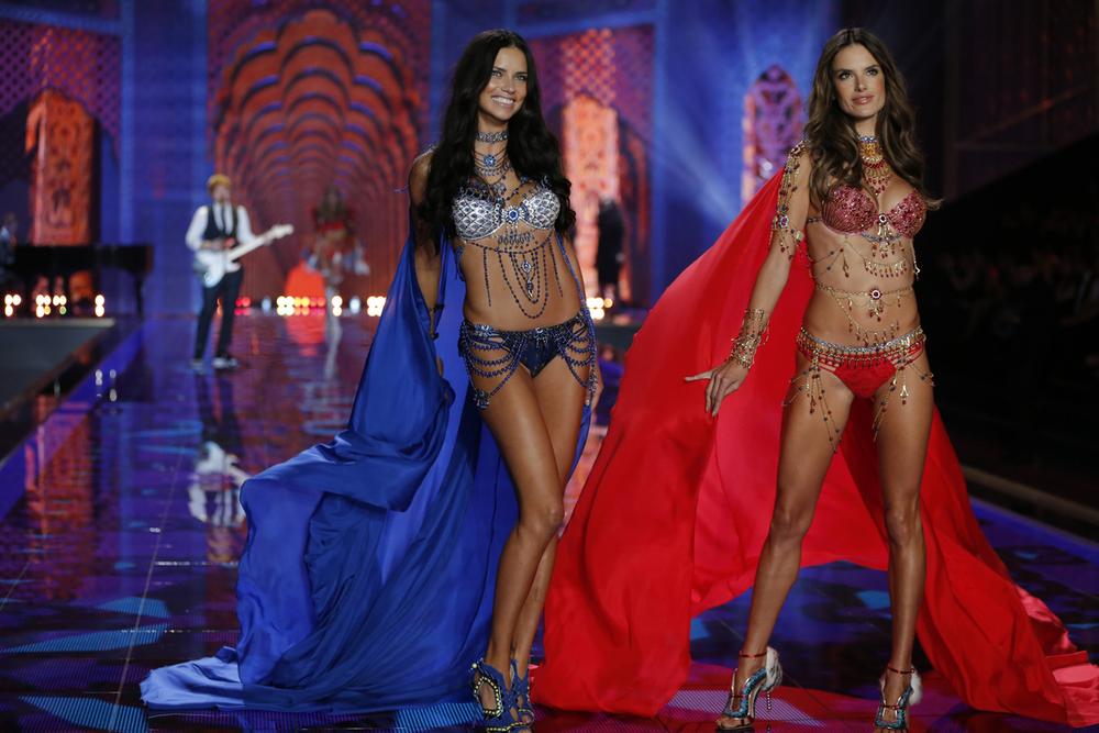 fashion-show-runway-2014-exotic-traveler-adriana-alessandra-fantasy-bras-victorias-secret-hi-res.jpg