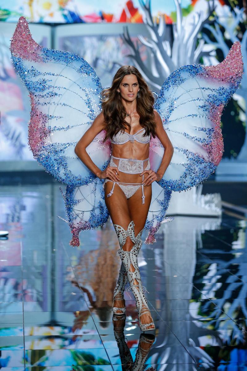 fashion-show-runway-2014-fairy-tale-izabel-victorias-secret-hi-res.jpg